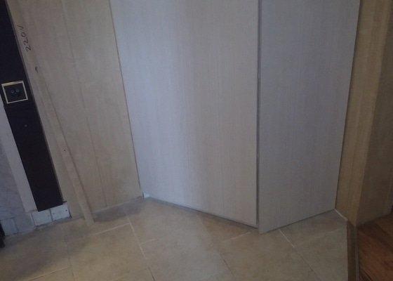 Vestavěná skřín + skřínky do chdby rohové