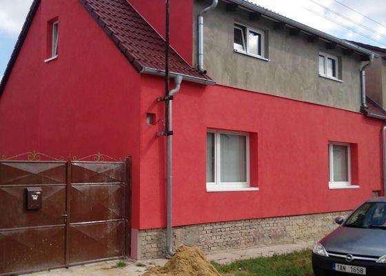 Fasáda štítu rod. domu ve Hřebči