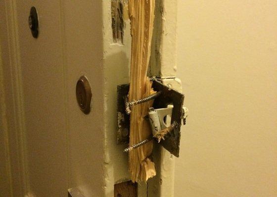 Oprava vylomenych dveri