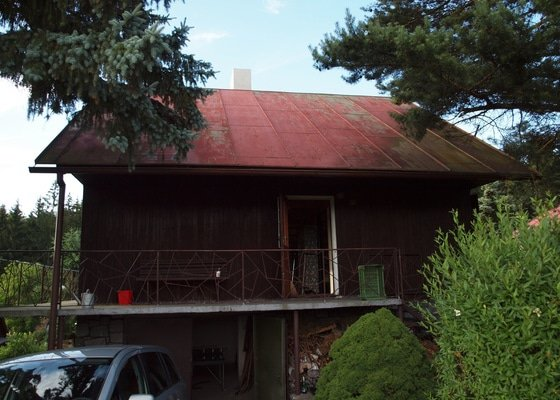 Nátěr plechové střechy chaty