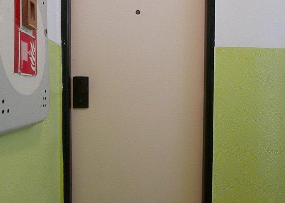 Vstupní bezpečnostní dveře do bytu