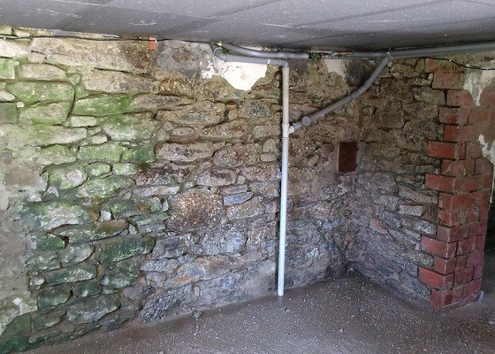 Rekonstrukce zdiva ve sklepě