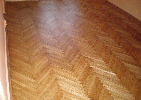 Broušení dřevěné podlahy 20 m2