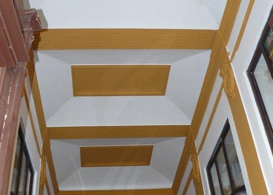Malba a oprava vnitřních omítek ( galerie a chodba v byt.domě - SVJ )