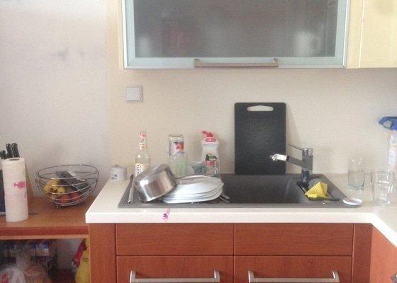 Úložné prostory do stávající kuchyně