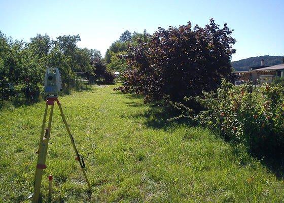 Vytyčení hranice parcely a stavby/zeměměřictví