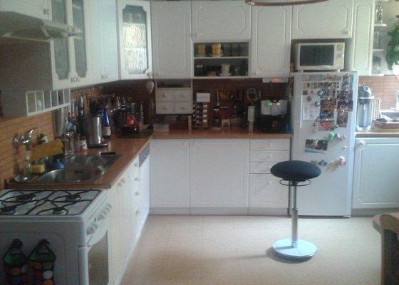 Výměnu pracovní desky a dřezu v kuchyni