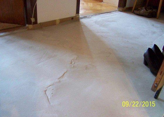 Srovnání betonové podlahy (podkladu pod PVC) 6 m2 v bytě