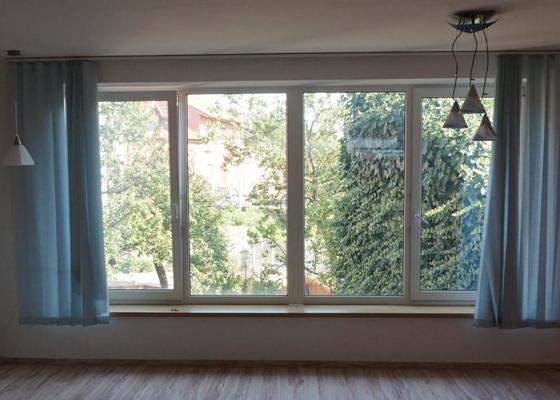 Seřízení oken a dveří, nové žaluzie, návrh a montáž sítí