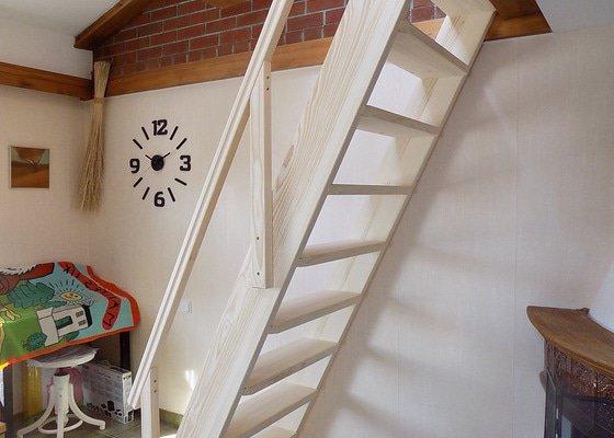 Přímé schody do vestaveného patra