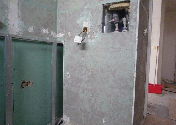 Oprava topení, přívod vody (pračka, sprcha), odpady (pračka)