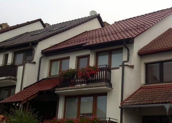 Výměna střešní krytiny motáž stř. oken a přistřešení vchodu