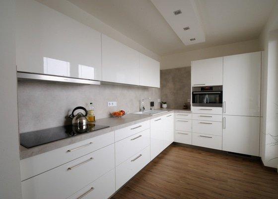 Kuchyně do bytu v cihlovém domě, Plzeň