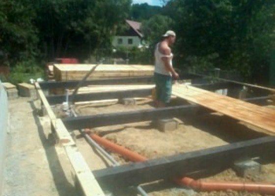 Stavba chaty, dřevostavba
