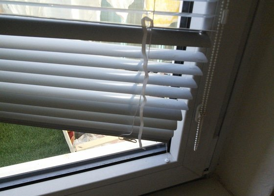 Seřízení balkónového okna a oprava žaluzií
