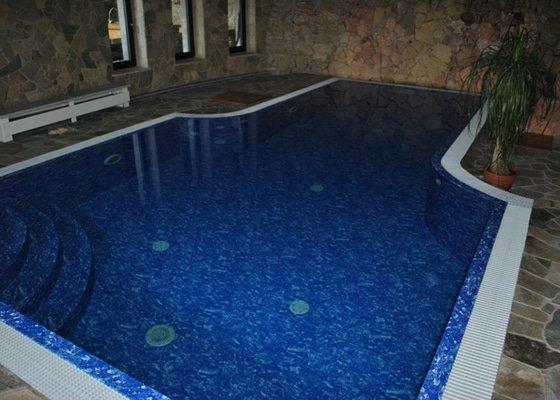 Bazén s přelivnou hranou