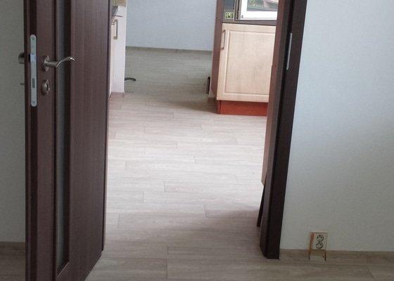 Rekonstrukce podlah, stěn, dveří
