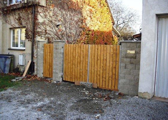 Rekonstrukce zděného zahradniho přístavku /dílna,sklad/ -budoucí 3 místnosti včetně kompletní rekonstrukce  střechy  cca 9x4m