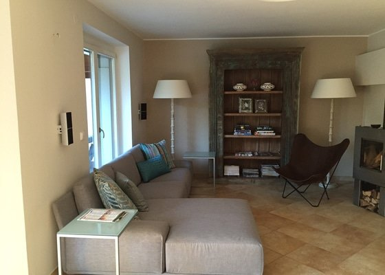 Poradenstvi interiérového designéra při řešení interiéru bytu a baru