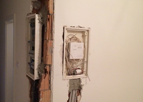 Opravu zdi, stropni omitku (cca 12 m2), opravu sadrokartonu, výmalbu