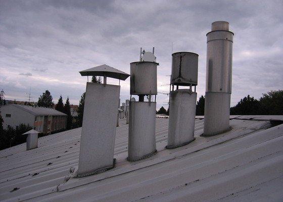 Plechové komínky na střechu