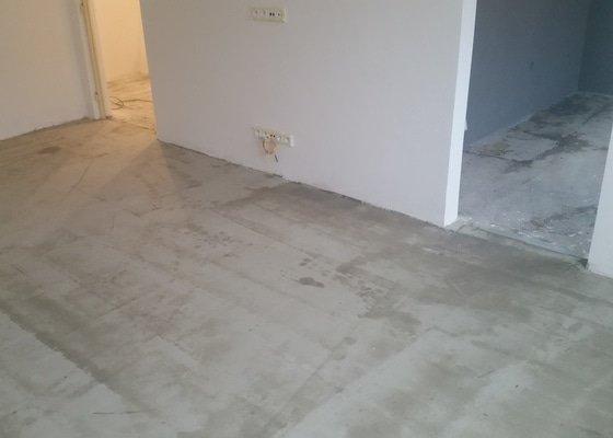 Pokládka plovoucí podlahy a vyrovnání
