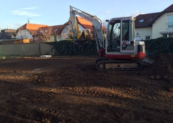 Zemní práce - terénní úprava pozemku okolo novostavby RD
