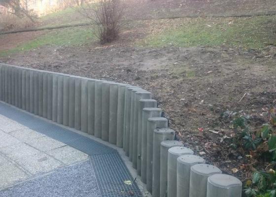 Opěrná zeď z palisád