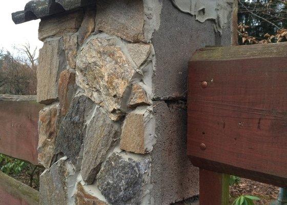 Dodělání obkladu plotové zídky