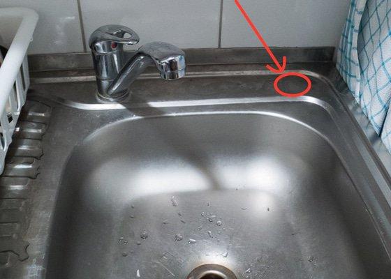Instalatér – připojení filtru na vodu v kuchyni