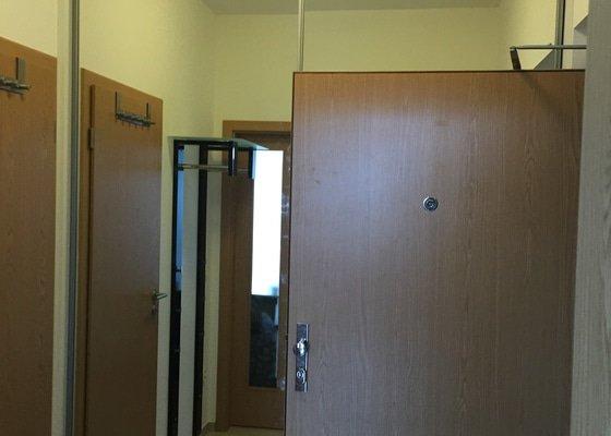 Výroba a montáž vestavěné skříně (pouze posuvné dveře)
