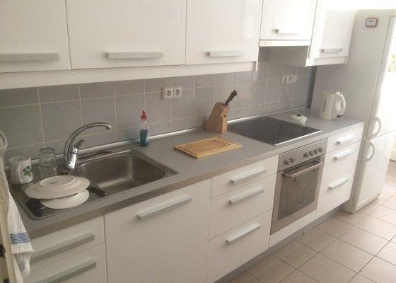 Výměna kuchyňské desky (280cm), dřezu, baterie a varné desky