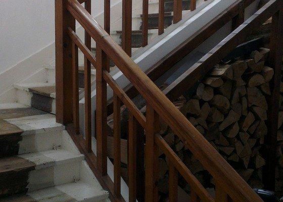 Oprava a lakování schodů a zábradlí
