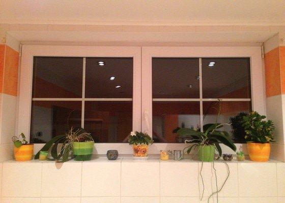 Žaluzie (okno v koupelně)
