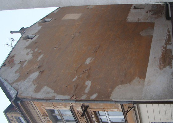 Opravu omítky štítové zdi