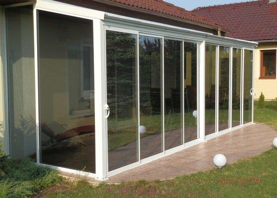 Zasklení terasy s posuvnými dveřmi-zimní zahrada
