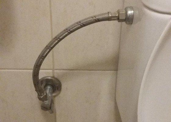 Instalace bidetové spršky, výměna WC sedátka