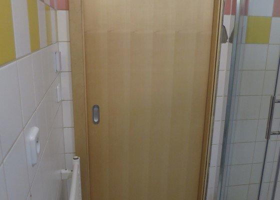 Oprava dveří v koupelně