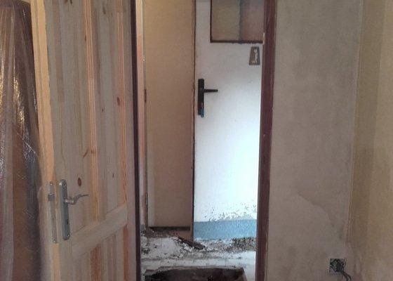 Vybourání zdi a usazení zárubní + další