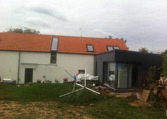 Kontrola střechy a izolace a nasledne upraveni (napr. kolem stresnich oken a okapu) proti vniku kuny.
