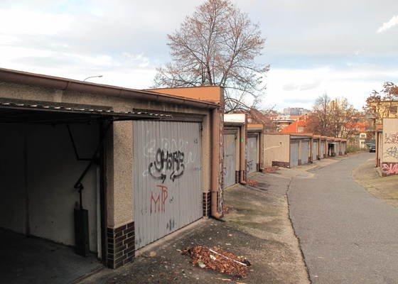 Oprava rovné střechy 3 garáží proti zatékání.