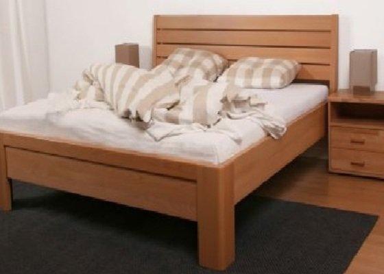 Dřevěný nábytek (postel a komoda)