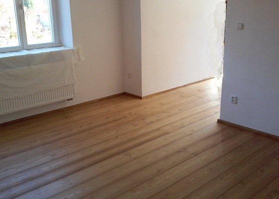 Pokládka masivní smrkové podlahy