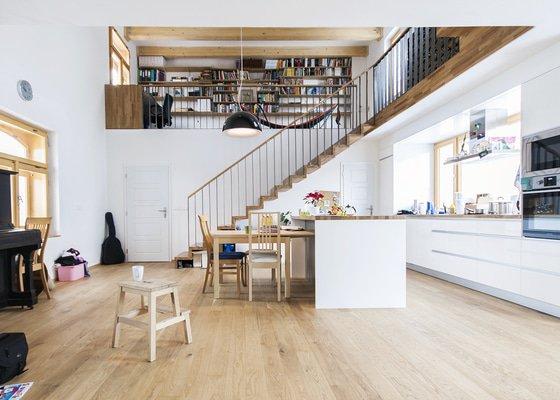 Dřevěné schodiště z dubových spárovek