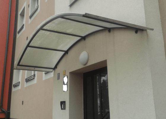 Přístřešek vchodu bytového domu