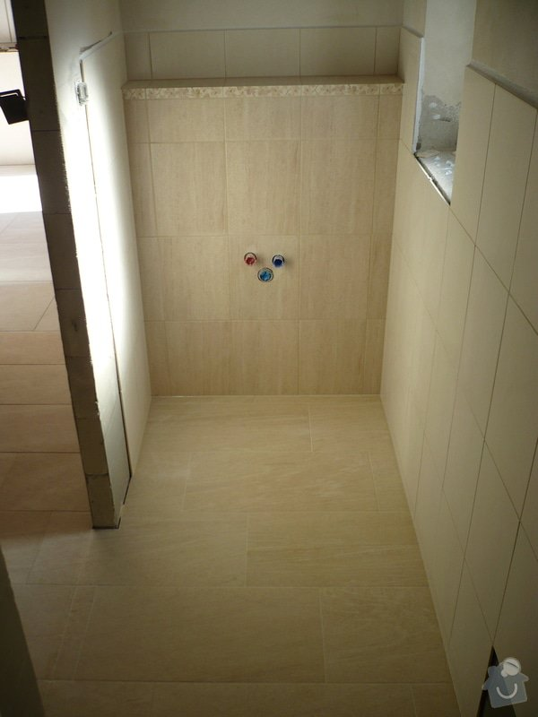 Provedení obkladů koupelna + WC, položení dlažby: P1190482