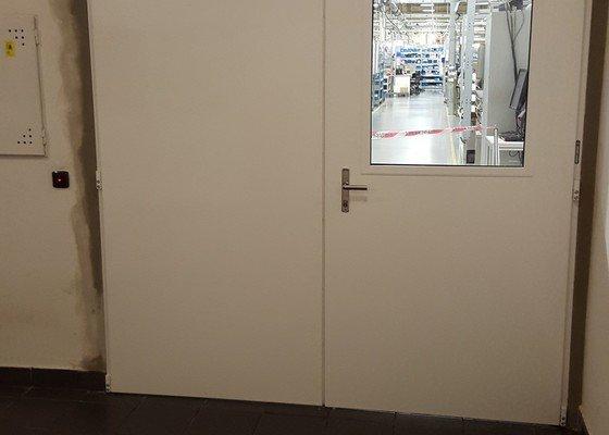 Obnova dozdívky protipožárních dveří