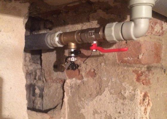 Vyměna rozvodů vody ve sklepě činžovního domu