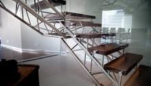 Samonosné schody NEREZ, SKLO, DUBOVÉ DŘEVO