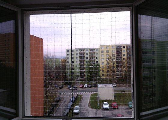 3 sítě do oken, 1 síť na lodžii pro kočku